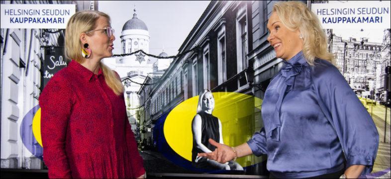 Tiina TIkander ja Saija Äikäs Helsingin seudun kauppakamarista. He juonsivat johtajuuden naiskamarin 2020.