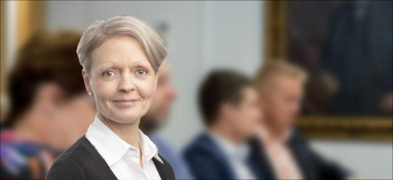 Alue- ja asuntoasiain valiokunnan kokous. Kokouksen sihteeri Tiina Pasuri.