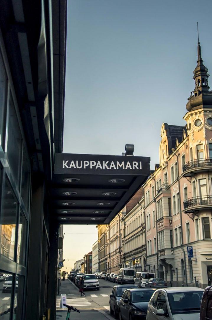 Helsingin seudun kauppakamarin sisäänkäynti.